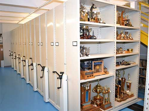 Movable shelving for museums and colletables